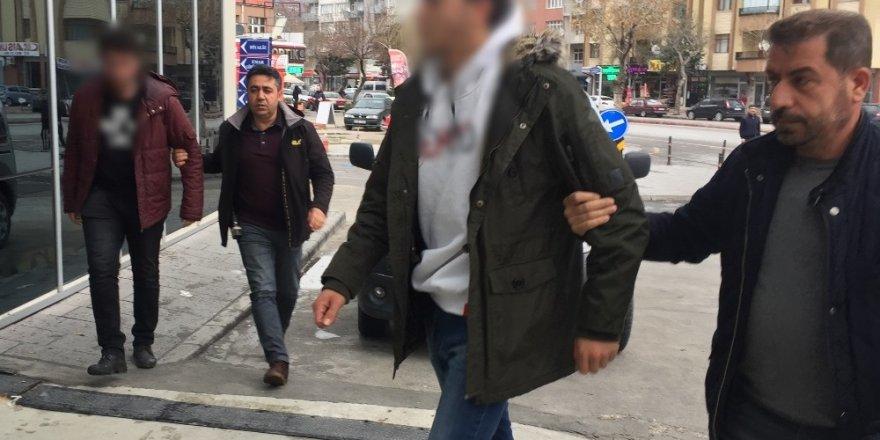 Başörtülülere hakaret eden 2 şahıs serbest bırakıldı
