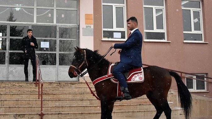Oy kullanmayla atıyla beraber gitti