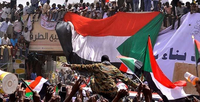 Sudan iç savaşa sürükleniyor