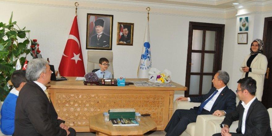 Akkaya koltuğunu Yusuf Talha Camcı'ya devretti