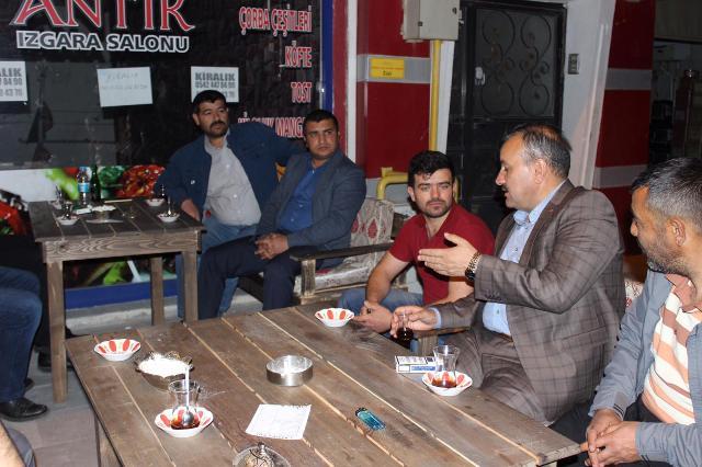 Oflaz, çay sohbetinde  vatandaşlar ile buluştu