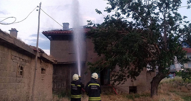 Konya'da boş evde çıkan yangını itfaiye söndürdü