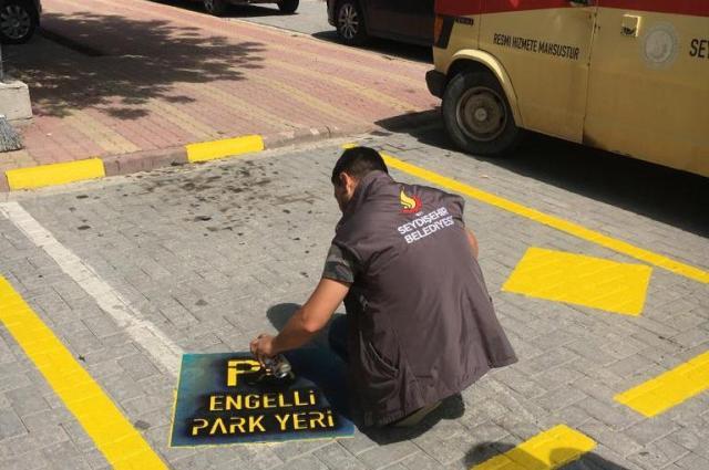 Caddelerde engelli araç  park yerleri belirlendi