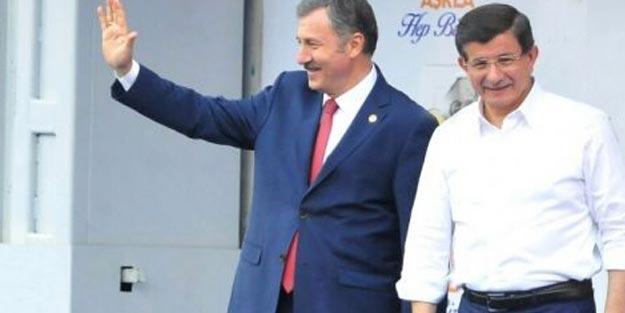 Davutoğlu ve ekibi sahaya iniyor