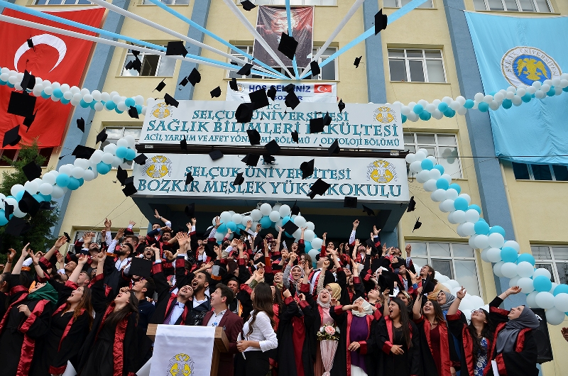 SÜ Bozkır MYO'da mezuniyet coşkusu
