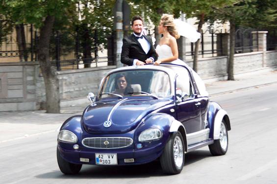 Gelin ve damadın düğün çoşkusu