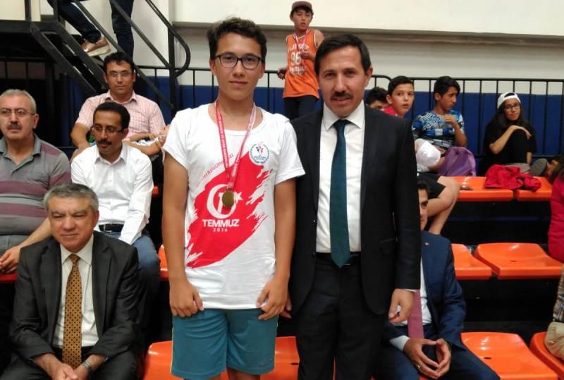 Şahin, 15 Temmuz turnuvasında set vermeden şampiyon oldu