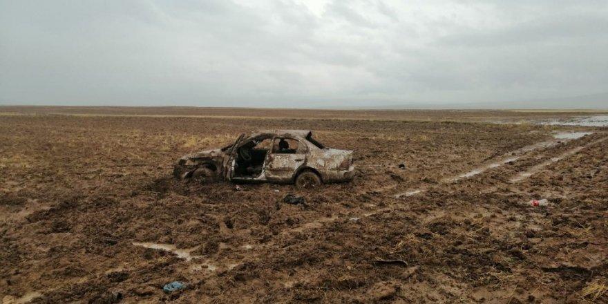 Konya'da otomobil tarlaya uçtu: 3 yaralı