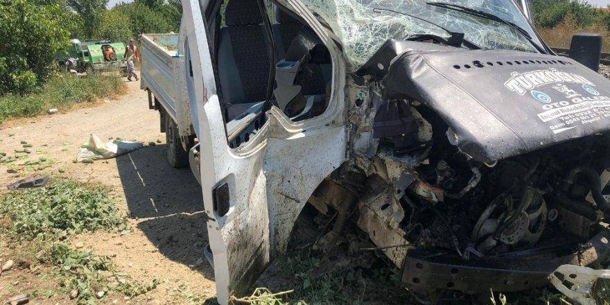 Akşehir'de hemzemin geçitte kaza: 4 yaralı
