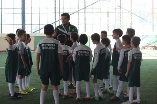 Futbol okulları yaz kampı büyük ilgi görüyor