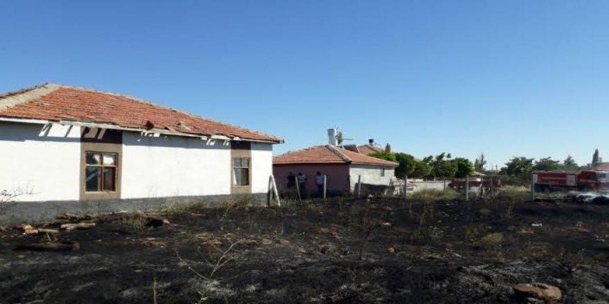 Kulu'da meydana gelen yangında saman balyaları zarar gördü