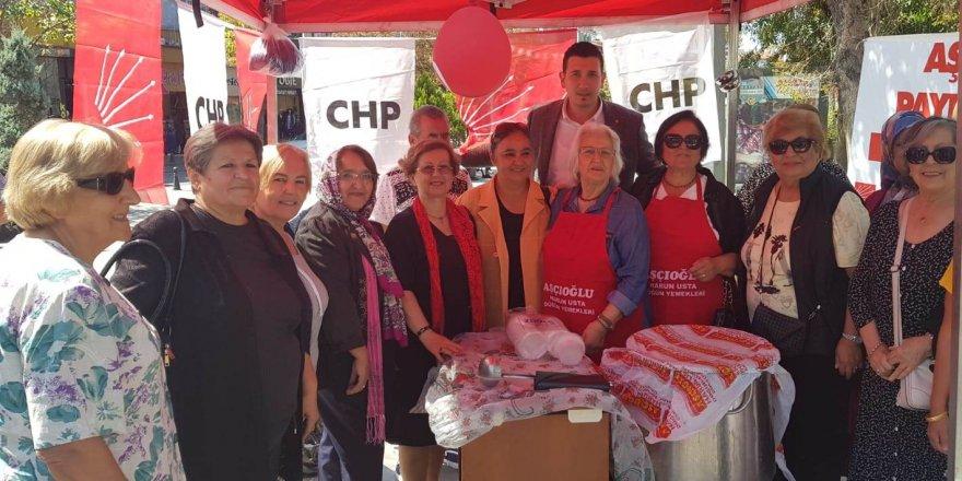 CHP vatandaşlara  aşure ikram etti