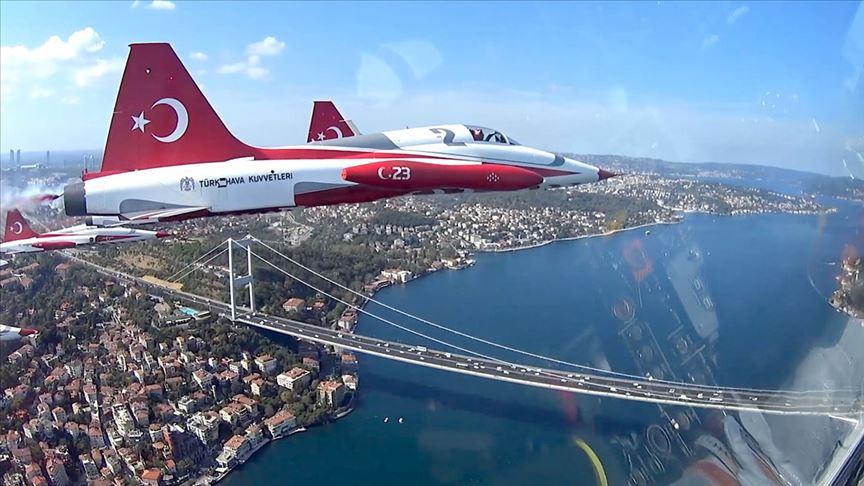Türk Yıldızları'nın selamlamasına 'kokpit içi' bakış