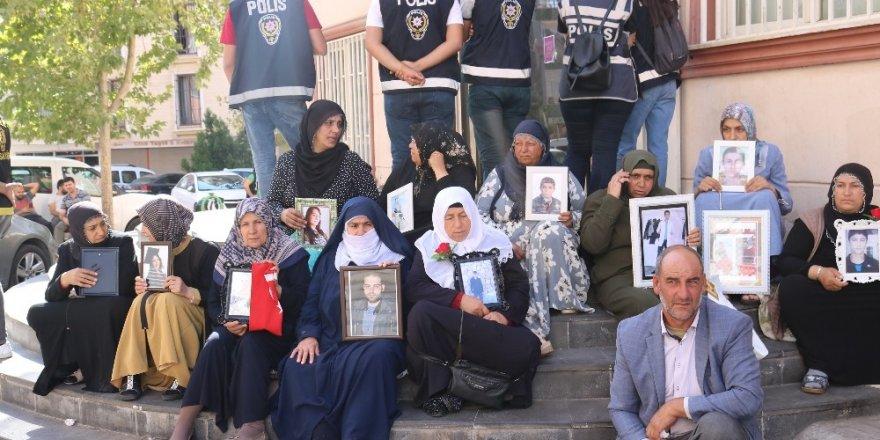 HDP önündeki evlat nöbeti 19'uncu gününde