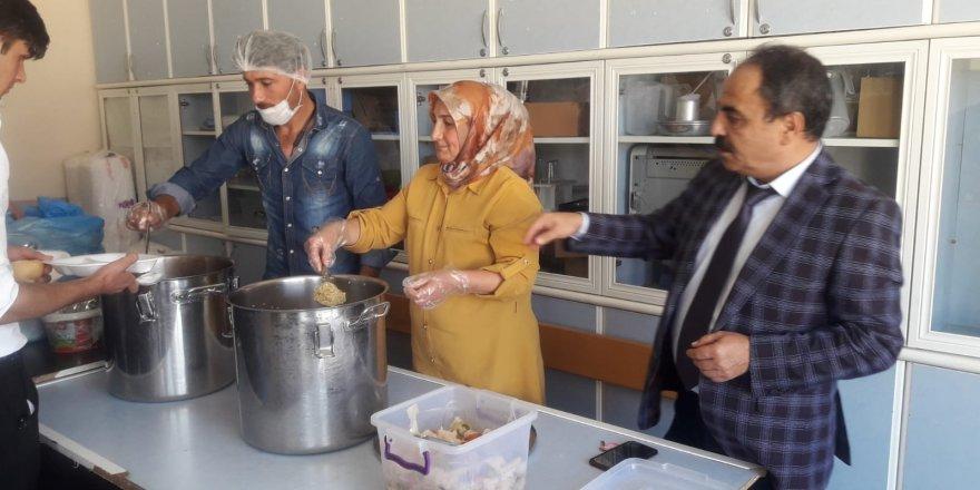Yunak'taki okullarda yemek denetimi