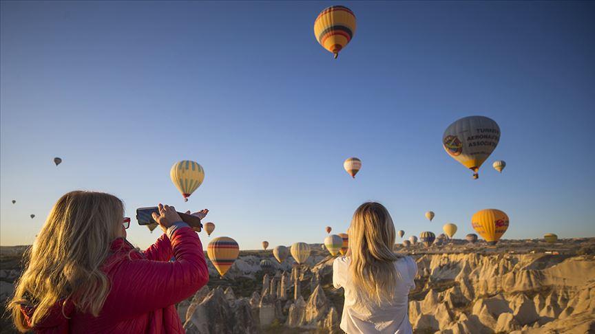Balonlar 437 bin kişiyi uçurdu