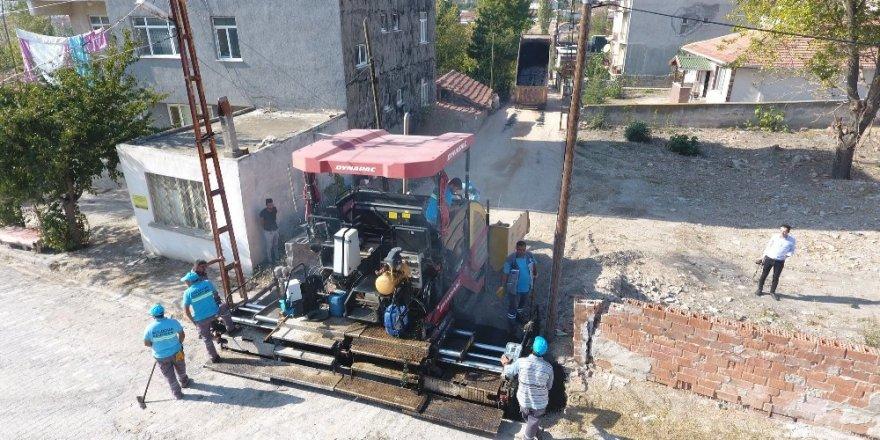 Suluova Belediyesinden Pazar Mahallesi'nde asfalt çalışması