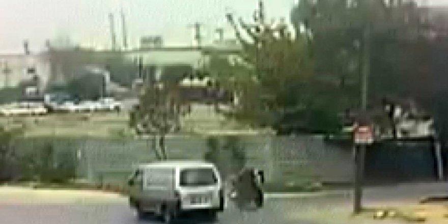 Aşırı hız sonucu feci kaza kamerada: 1 ağır yaralı