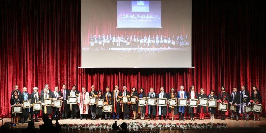 Trakya Üniversitesi'nde, 2019-2020 Akademik Yılı Başarı ve Yükseltme Töreni coşkusu