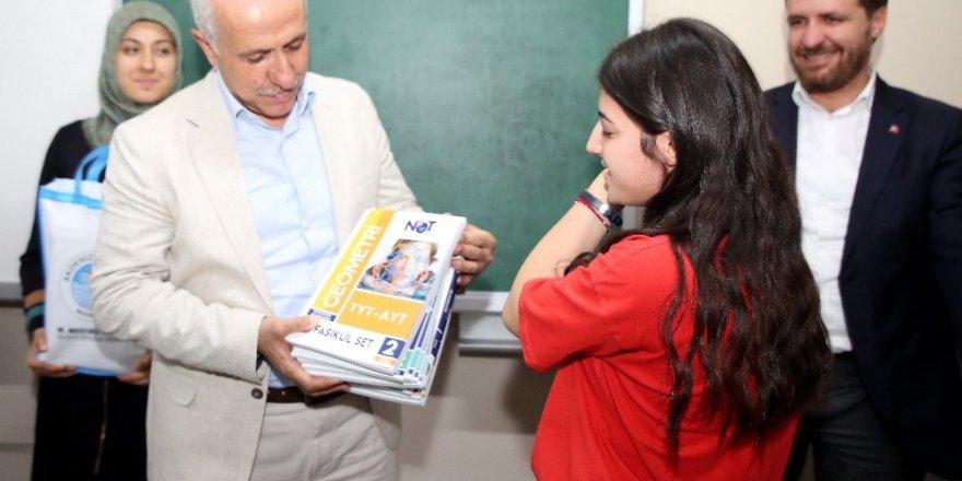 Gültak'tan gençlere üniversite hazırlık kitap seti