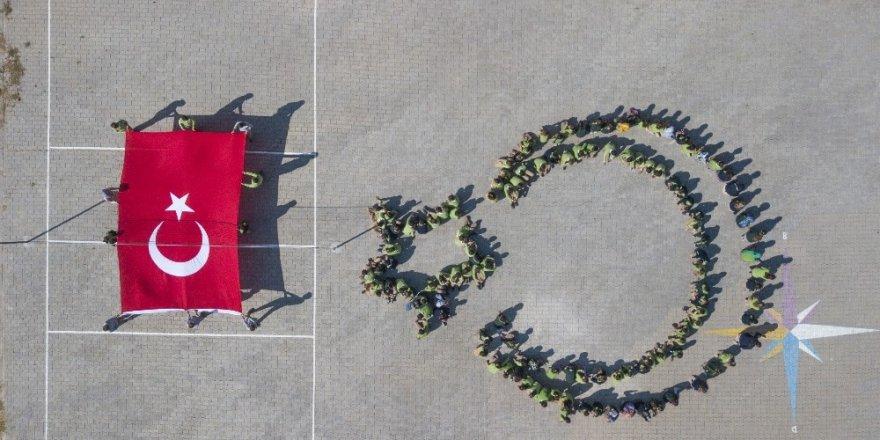 Ahlatlı öğrencilerden Mehmetçik'e destek