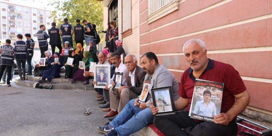 HDP önündeki ailelerin evlat nöbeti 45'inci gününde