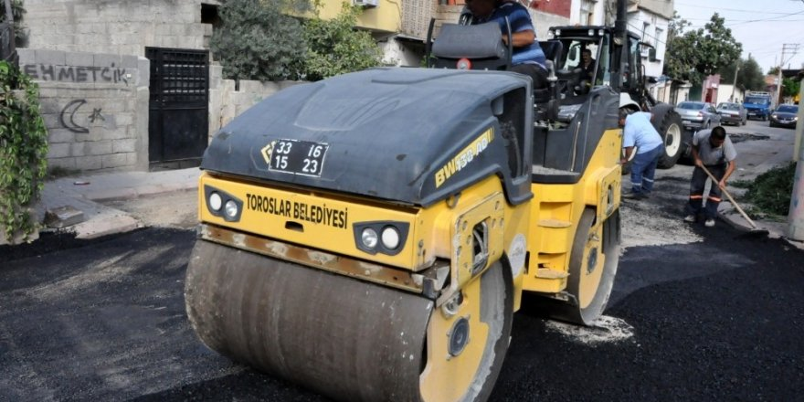 Toroslar'da yol bakım ve onarımları devam ediyor