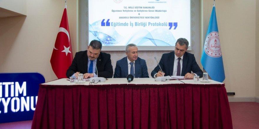 """Anadolu Üniversitesi ve MEB arasında """"Eğitimde İş Birliği"""" protokolü imzalandı"""