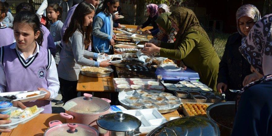 Adilcevaz'da okul yararına kermes