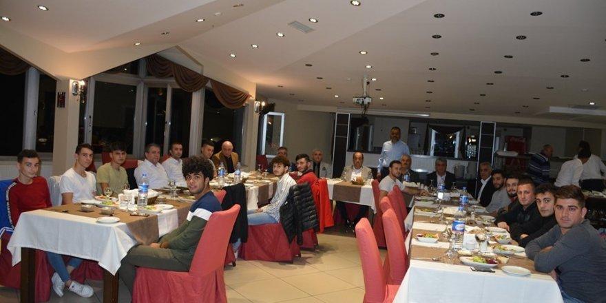 Başkan Demirtaş, Gülüç Belediyespor futbolcularına moral yemeği verdi