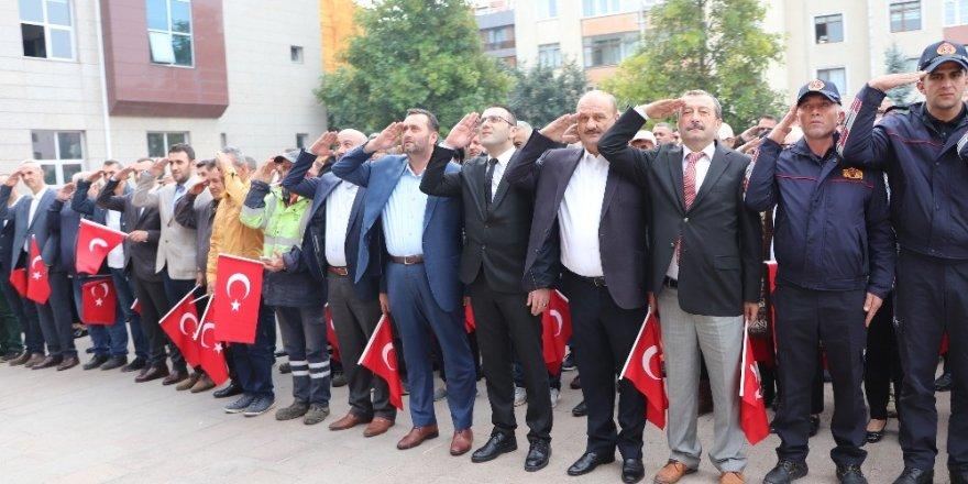 Barış Pınarı Harekatına asker selamlı bayraklı destek