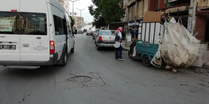 Çocuk koruma mobil ekibi Tarsus'ta sokak çalışması yaptı