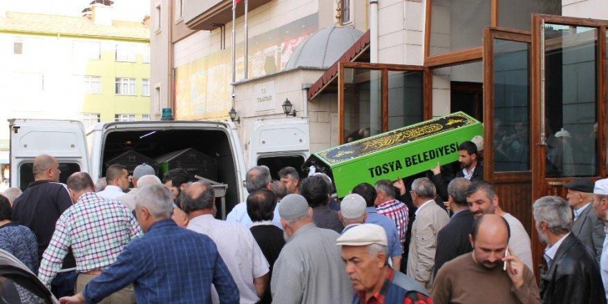 Tosya'da kaybolduktan sonra ölü bulunan kadın toprağa verildi