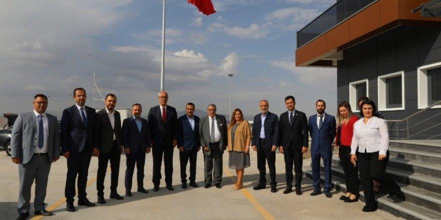 """Cumhurbaşkanı Başdanışmanı Topçu: """"Mehmetçiğimiz piyonlar ile mücadele ediyor"""""""