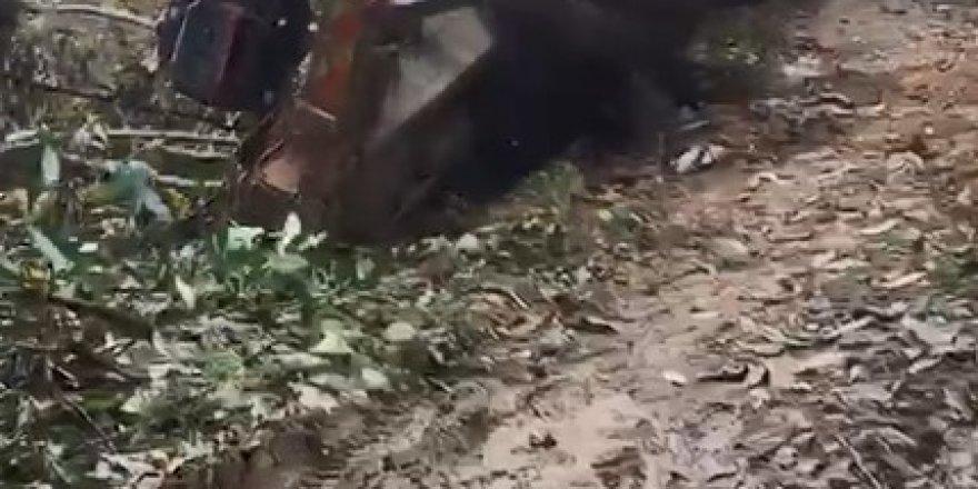 Kamyon üzerindeki iş makinesi ile uçuruma böyle yuvarlandı