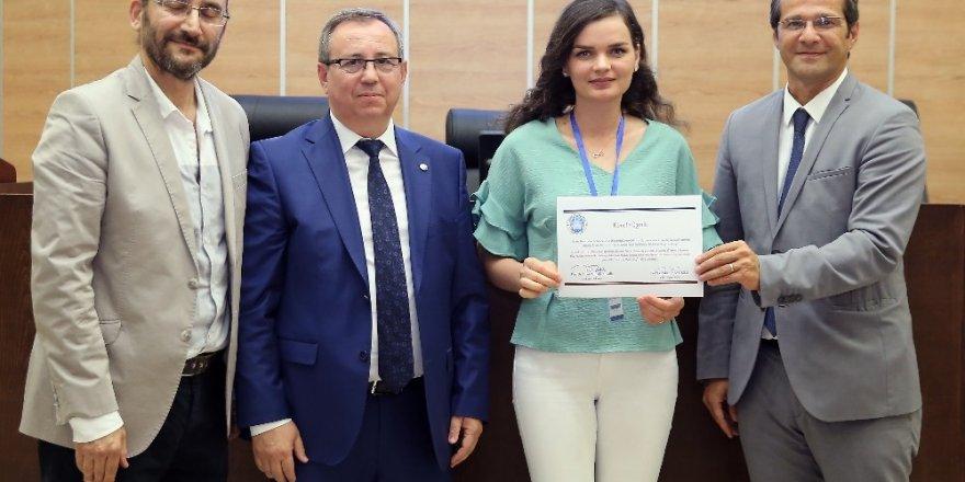 Tetova Üniversitesi hekim adayları sertifikalarına kavuştu