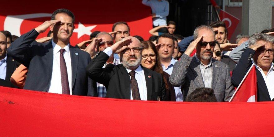 Rektör Karamustada asker selamı verdi, harekatı destekledi