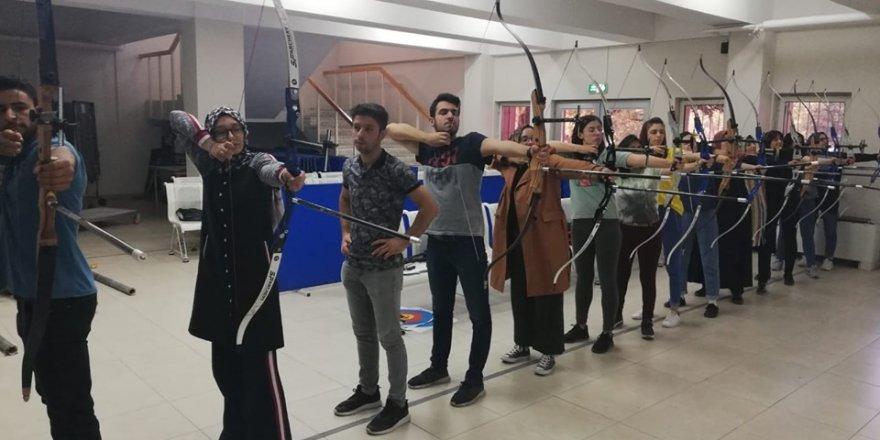 Erciyes Üniversitesi'nde Okçuluk Kursu başladı