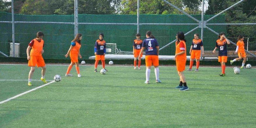 Eyüpsultan'ın tek kadın futbol takımı dört kategoride mücadele ediyor
