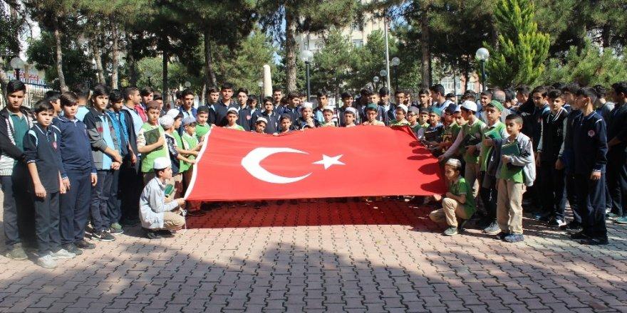 Elazığlı öğrencilerden 'Barış Pınarı Harekatına' destek