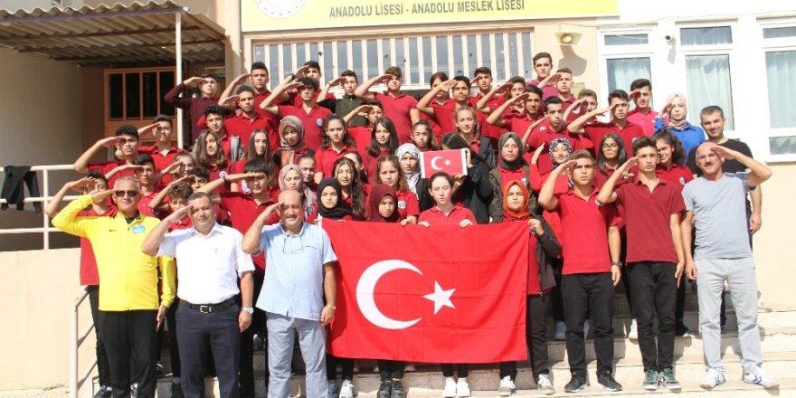 Alanyalı öğrencilerden Mehmetçiğe moral mektubu