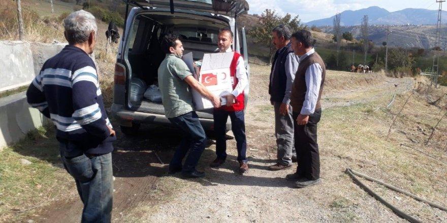 Kastamonu'da evi yanan aileye Türk Kızılayı'ndan yardım