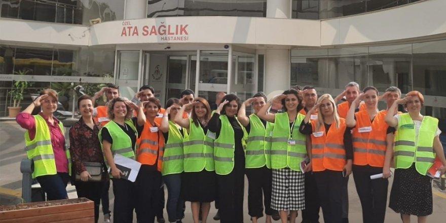Sağlık çalışanlarından nefes kesen tatbikat sonrası Mehmetçiğe selam