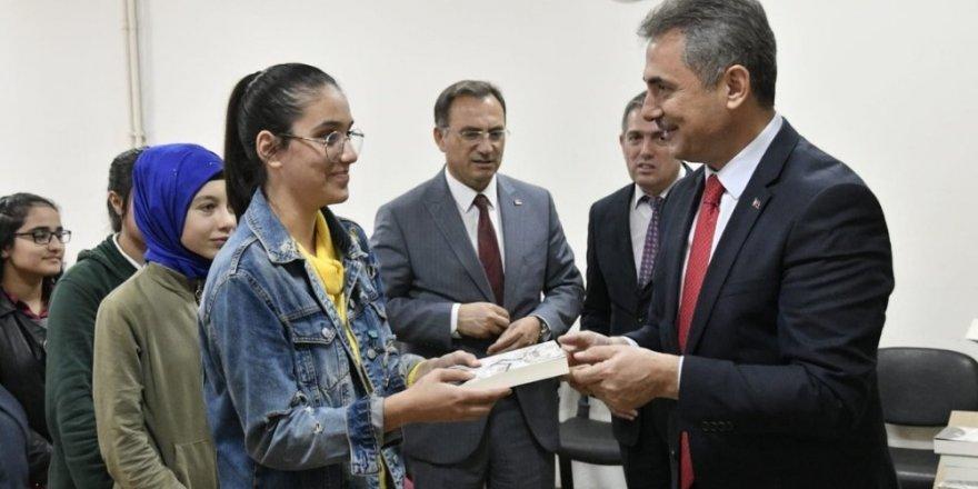 Mamak'ta öğrenciler yazarlarla buluşuyor