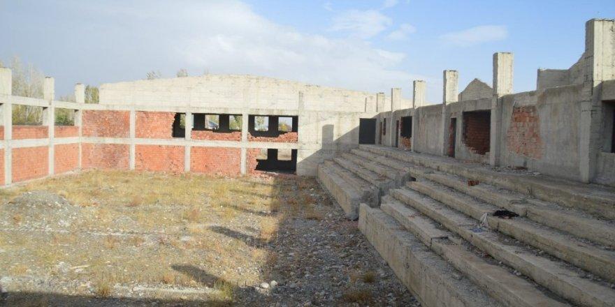 Yıllardır tamamlanamayan Eleşkirt kapalı spor salonu tamamlanacak
