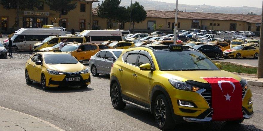 Taksicilerden Barış Pınarı Harekatı'na konvoylu destek