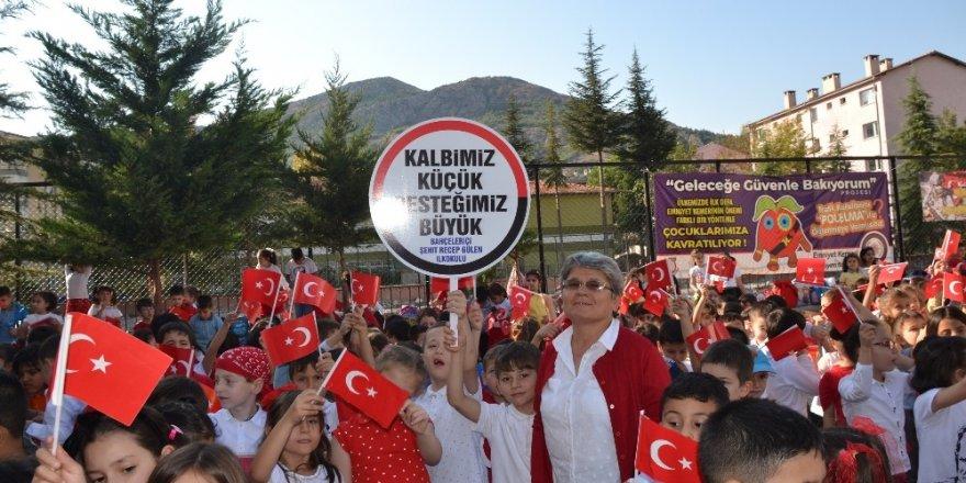 Küçük kalpli miniklerden Mehmetçiğe destek