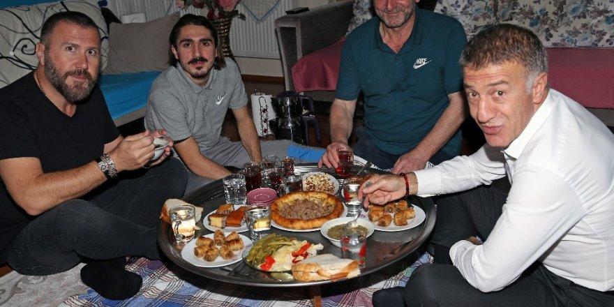 Ahmet Ağaoğlu, Abdulkadir Ömür'ü ziyaret etti