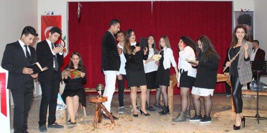 Öğrencilerin şiir programı ilgi gördü