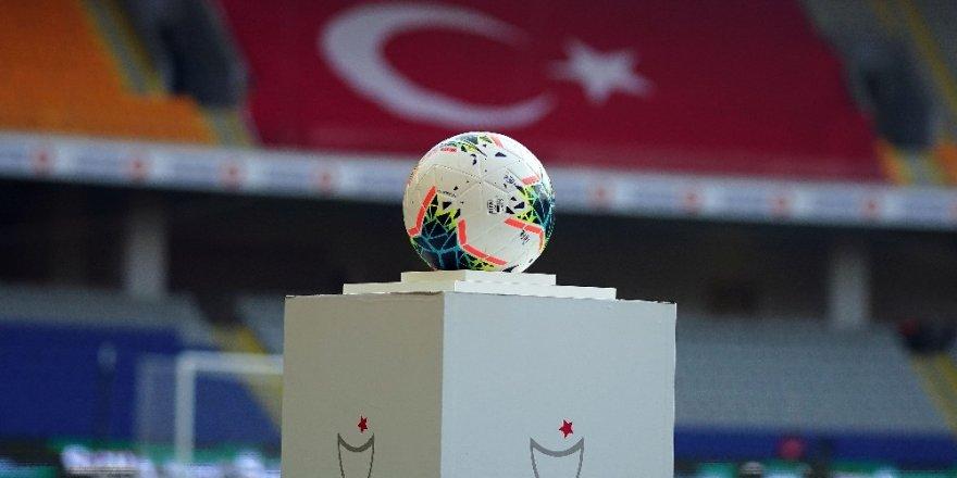 Süper Lig: M. Başakşehir: 1 - Göztepe: 0 (Maç devam ediyor)